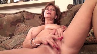 , Mature mom Brook playing with her clean-shaven fuckbox, SexOnTape Porn Video Tube